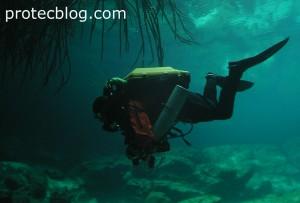 Rebreather diver in Cenote Manati