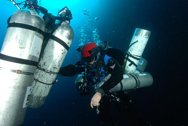 decompressing deep diver